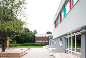 RTW Architekten AL Schule Aussenraum 3 295x200