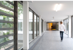 RTW Architekten WDT Humboldschule Innengang 2 295x200
